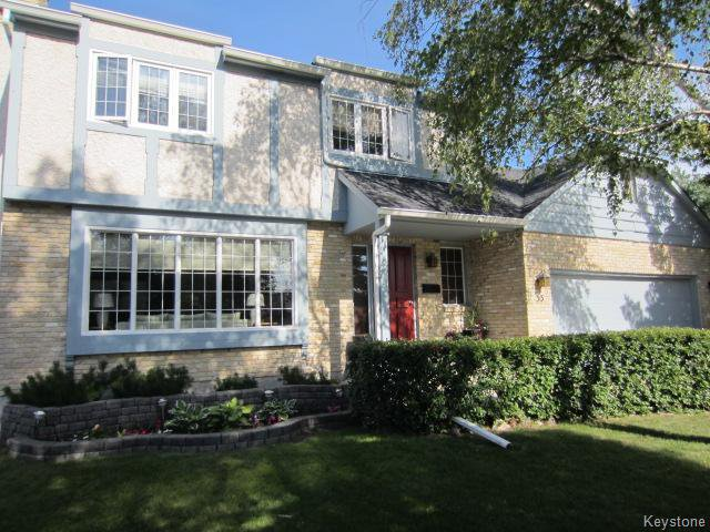 Main Photo: 33 Blossom Bay in Winnipeg: Single Family Detached for sale (Charleswood)  : MLS®# 1315815