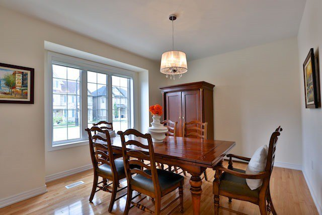 Main Photo: 137 Barons St in Vaughan: Kleinburg Freehold for sale : MLS®# N3595238