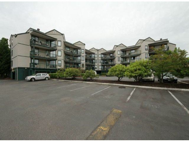 Main Photo: 312 20454 53 Avenue in Langley: Langley City Condo for sale : MLS®# F1401937