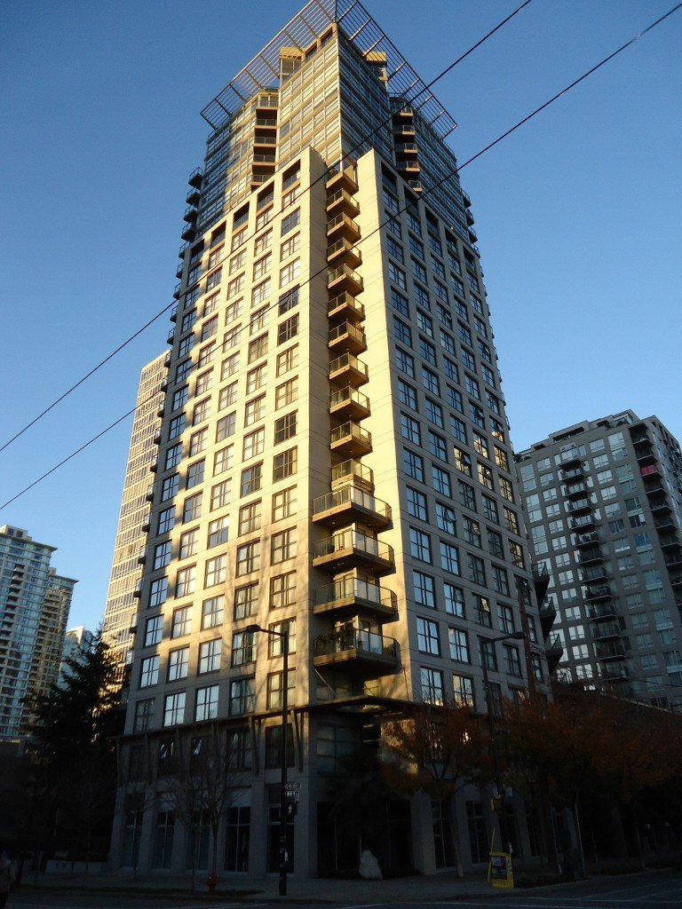 Photo 1: Photos: 989 Beatty Street in Vancouver: Yaletown Condo for rent (Vancouver West)