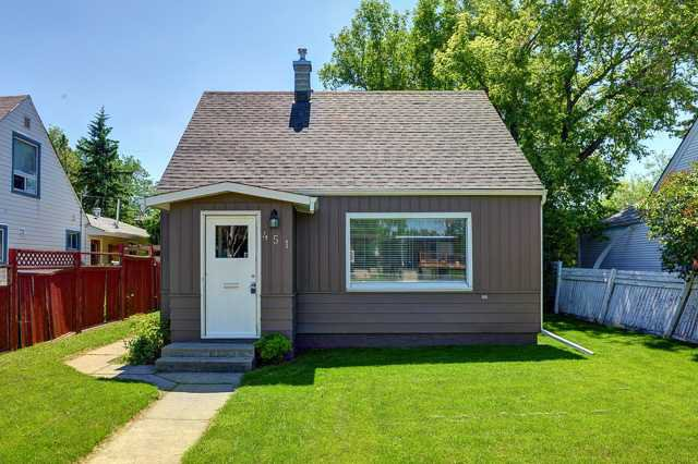 Main Photo: 451 30 Avenue NW in Calgary: Mount Pleasant Residential Detached Single Family for sale : MLS®# C3630079