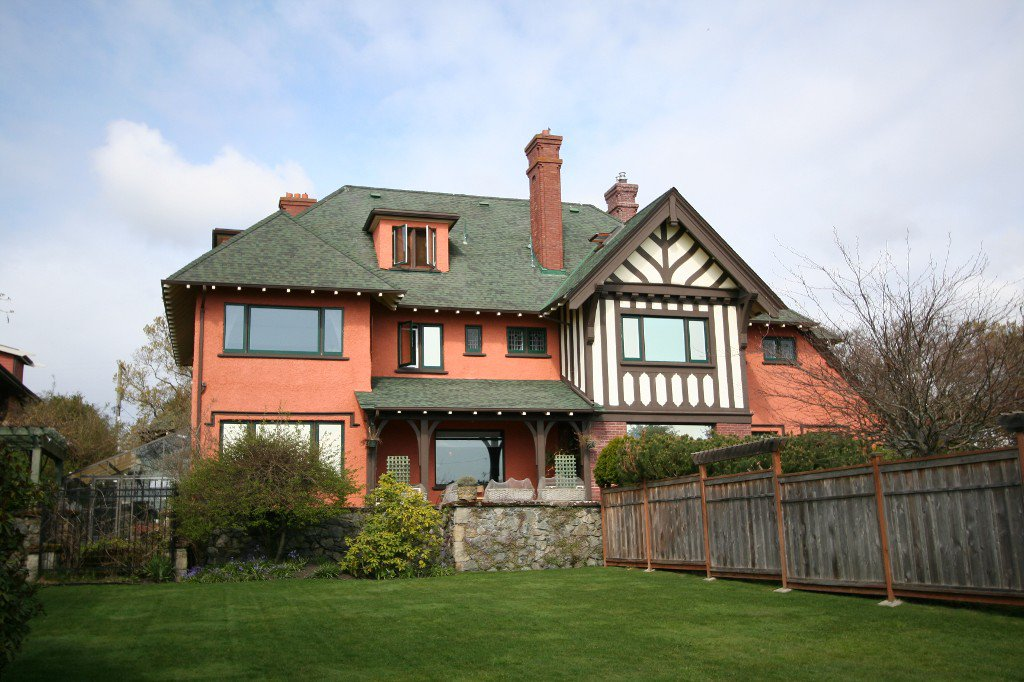 Main Photo: 2391 Beach Drive in Victoria: House for sale : MLS®# 336267