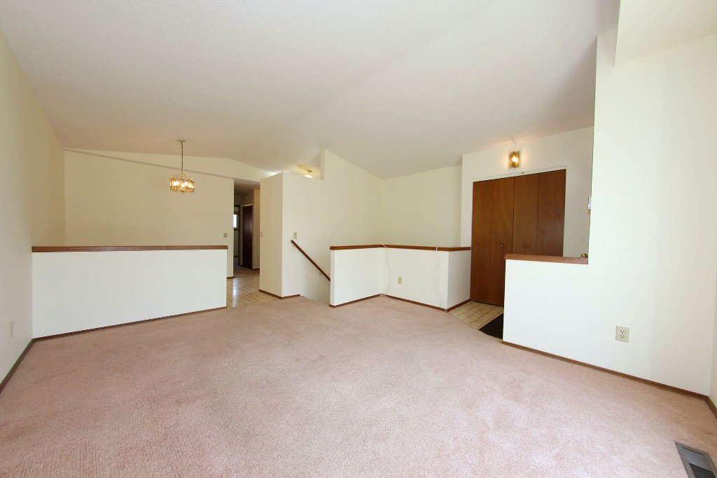 Photo 4: Photos: 225 Roseberry Street in Winnipeg: St. James Single Family Detached for sale (West Winnipeg)  : MLS®# 1611025