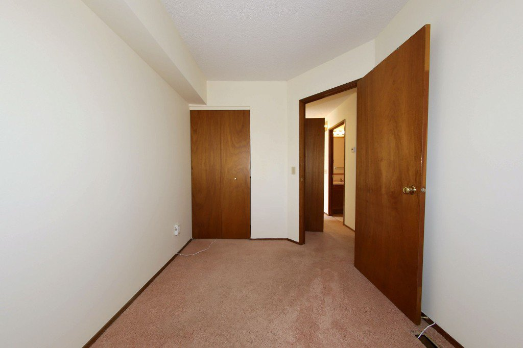 Photo 12: Photos: 225 Roseberry Street in Winnipeg: St. James Single Family Detached for sale (West Winnipeg)  : MLS®# 1611025