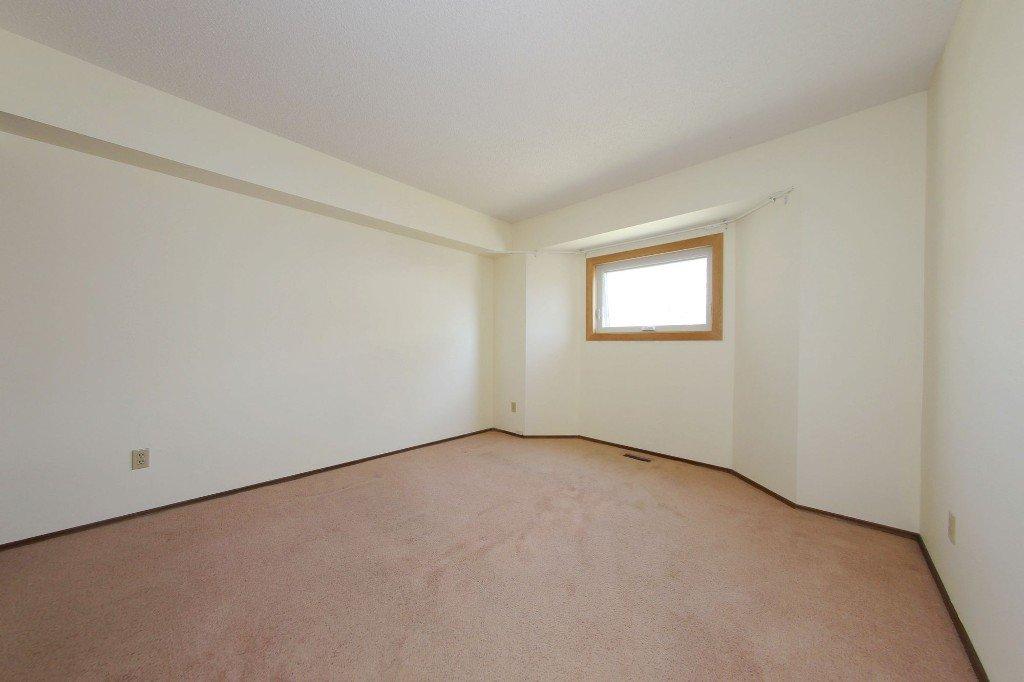 Photo 7: Photos: 225 Roseberry Street in Winnipeg: St. James Single Family Detached for sale (West Winnipeg)  : MLS®# 1611025