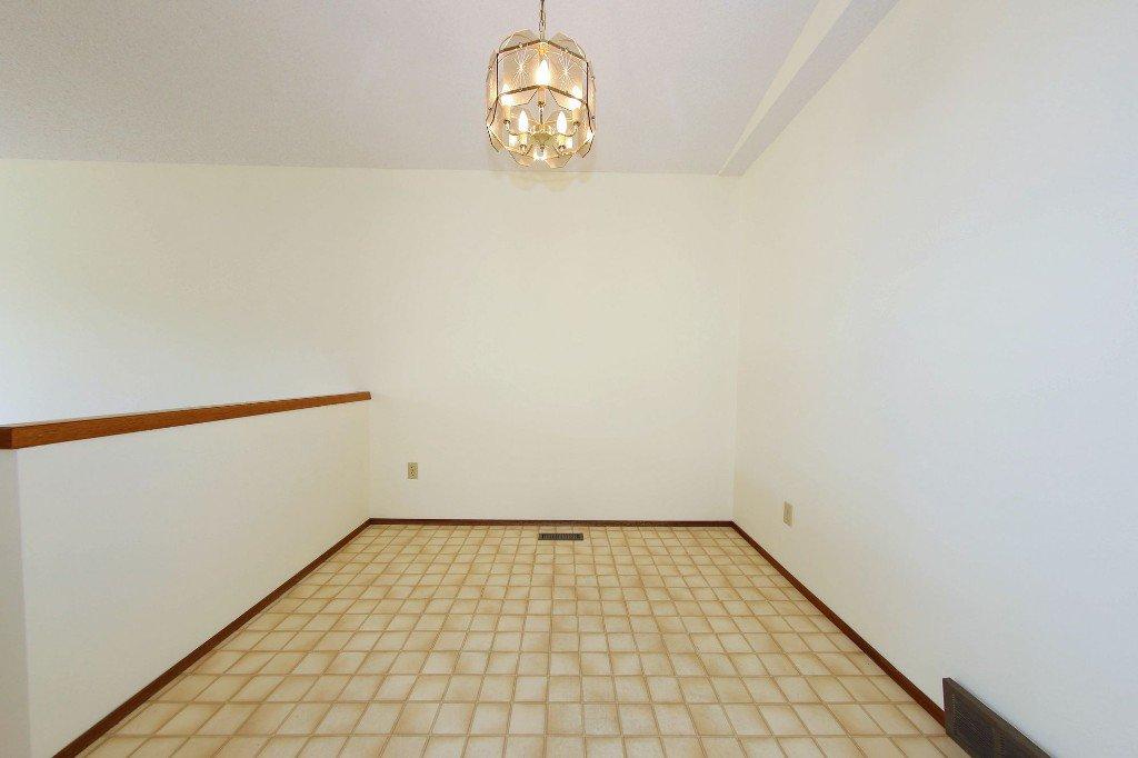 Photo 5: Photos: 225 Roseberry Street in Winnipeg: St. James Single Family Detached for sale (West Winnipeg)  : MLS®# 1611025