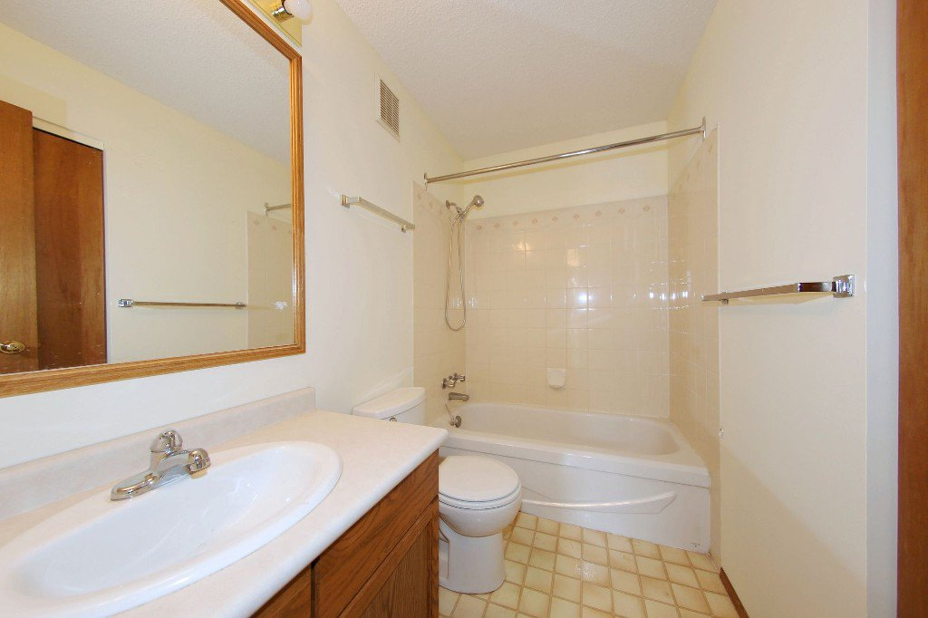 Photo 10: Photos: 225 Roseberry Street in Winnipeg: St. James Single Family Detached for sale (West Winnipeg)  : MLS®# 1611025