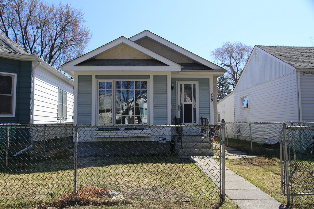 Photo 19: Photos: 225 Roseberry Street in Winnipeg: St. James Single Family Detached for sale (West Winnipeg)  : MLS®# 1611025