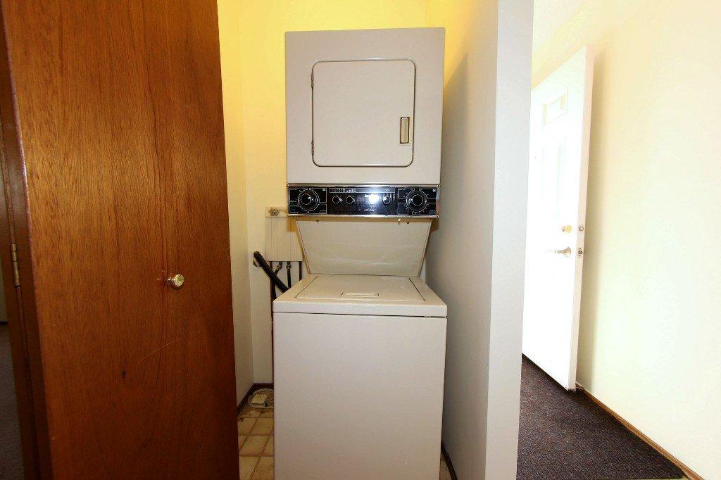 Photo 13: Photos: 225 Roseberry Street in Winnipeg: St. James Single Family Detached for sale (West Winnipeg)  : MLS®# 1611025