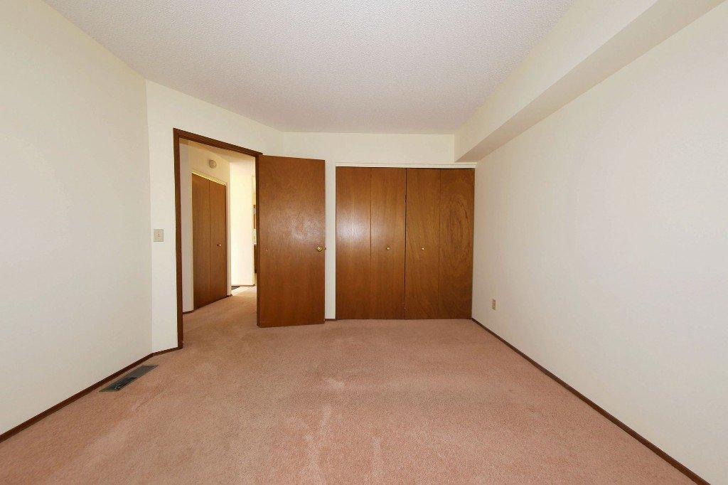 Photo 8: Photos: 225 Roseberry Street in Winnipeg: St. James Single Family Detached for sale (West Winnipeg)  : MLS®# 1611025