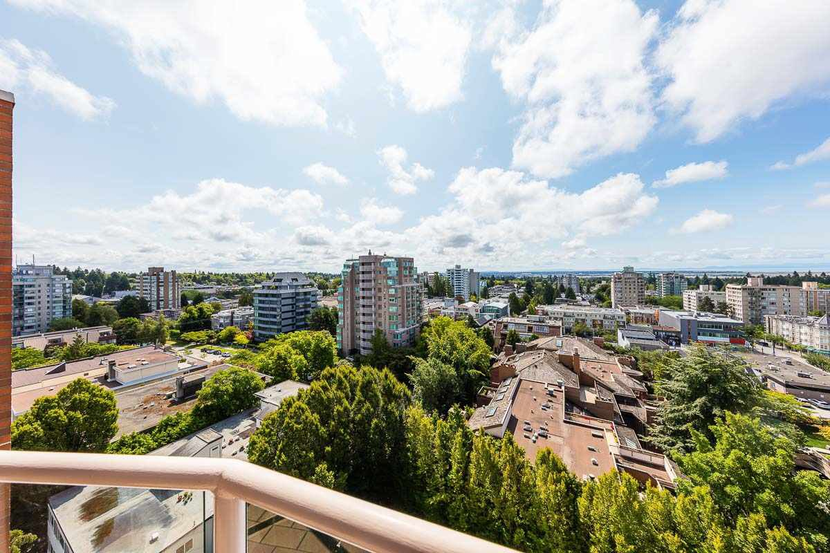 Main Photo: 1102 2350 W 39TH Avenue in Vancouver: Kerrisdale Condo for sale (Vancouver West)  : MLS®# R2390154