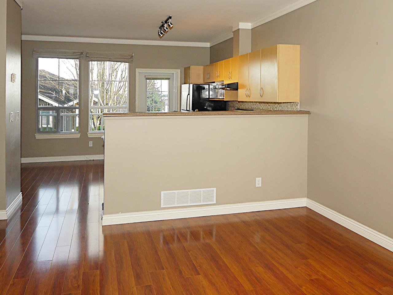 """Photo 2: Photos: 27 14952 58 Avenue in Surrey: Sullivan Station Townhouse for sale in """"HIGHBRAE"""" : MLS®# R2440469"""