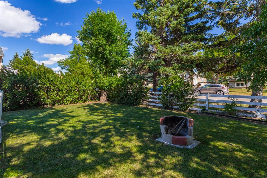 Photo 3: Photos: 138 N RAILWAY Street: Okotoks Detached for sale : MLS®# A1028664