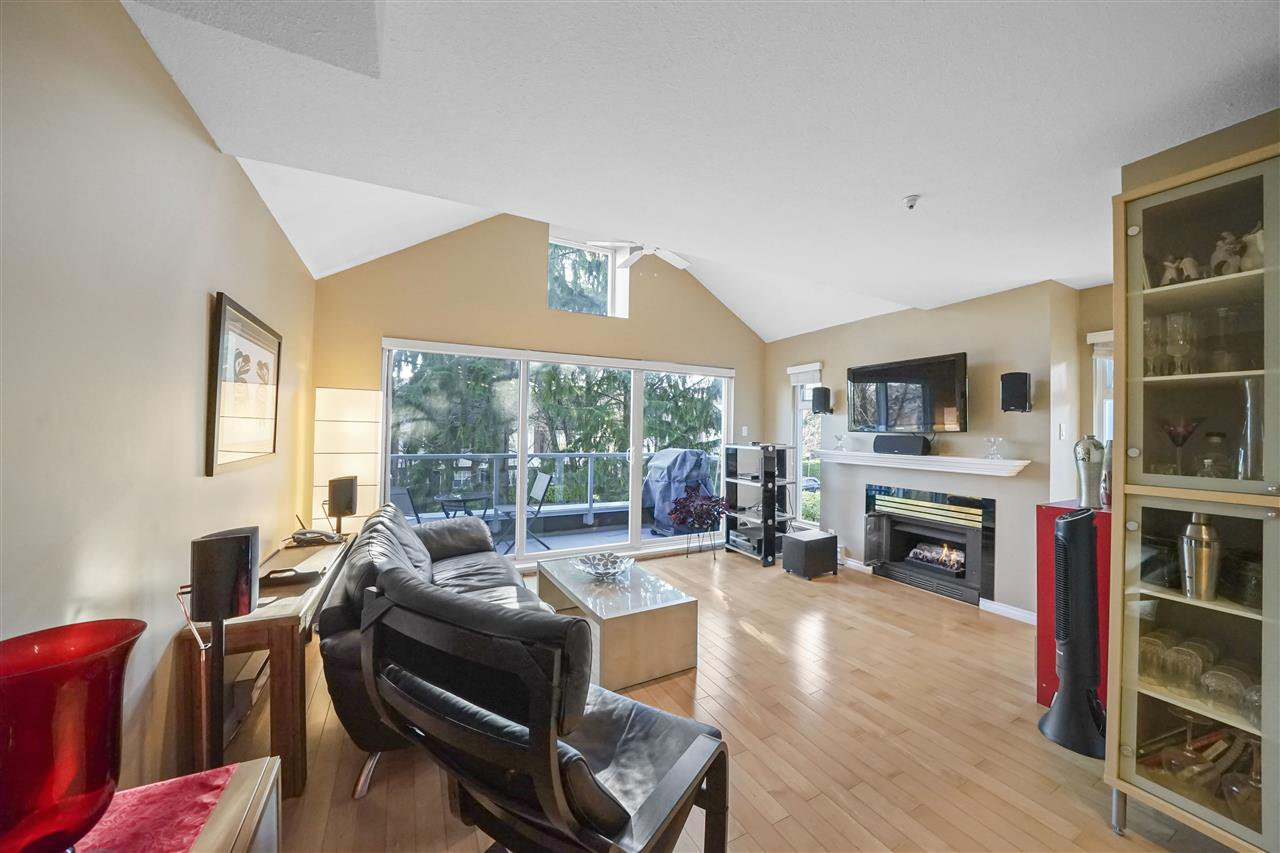"Main Photo: 303 865 W 15TH Avenue in Vancouver: Fairview VW Condo for sale in ""Tiffany Oaks"" (Vancouver West)  : MLS®# R2522174"