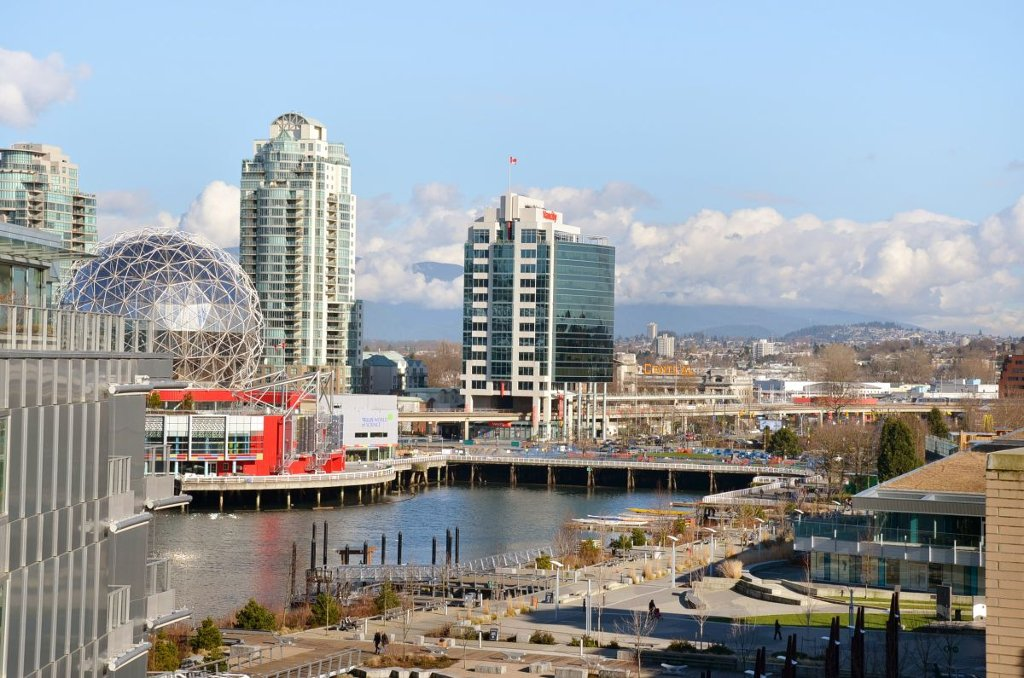 """Main Photo: 708 1616 COLUMBIA Street in Vancouver: False Creek Condo for sale in """"VILLAGE AT FALSE CREEK"""" (Vancouver West)  : MLS®# V931118"""