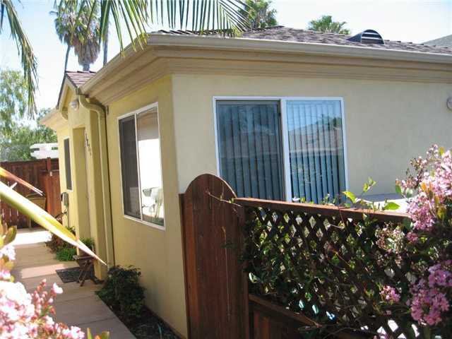 Main Photo: SAN DIEGO House for sale : 1 bedrooms : 1871 Hornblend St. in PACIFIC BEACH