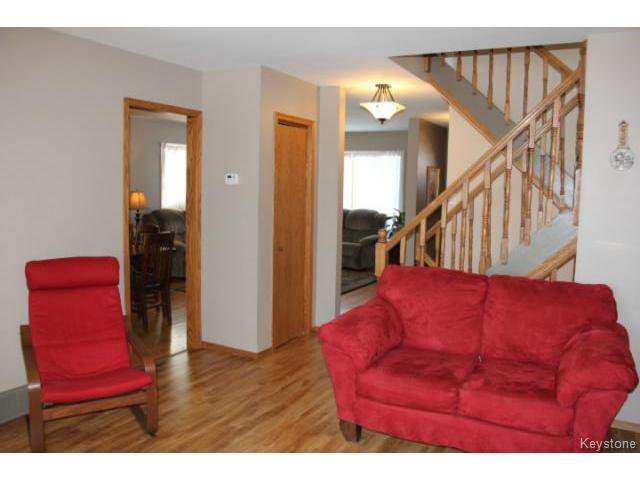 Photo 4: Photos: 779 Laxdal Road in WINNIPEG: Charleswood Residential for sale (South Winnipeg)  : MLS®# 1403542
