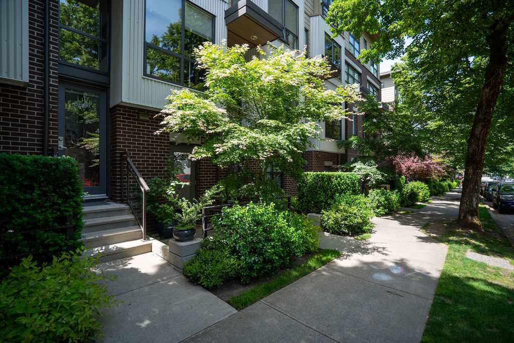 Main Photo: 3673 COMMERCIAL STREET in Vancouver: Victoria VE Townhouse for sale (Vancouver East)  : MLS®# R2375971