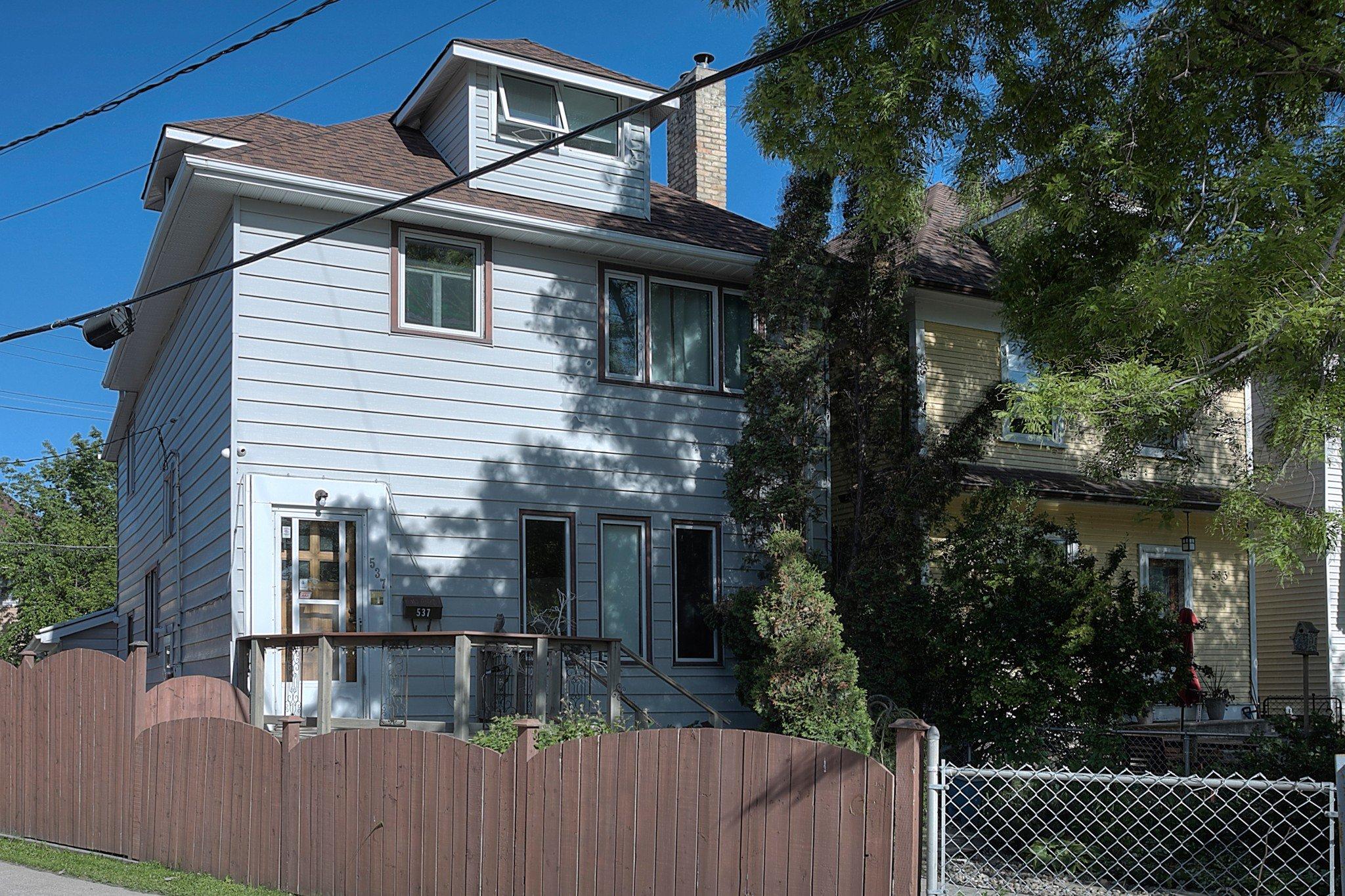 Main Photo: 537 Stiles Street in Winnipeg: Single Family Detached for sale (5B)  : MLS®# 202013715