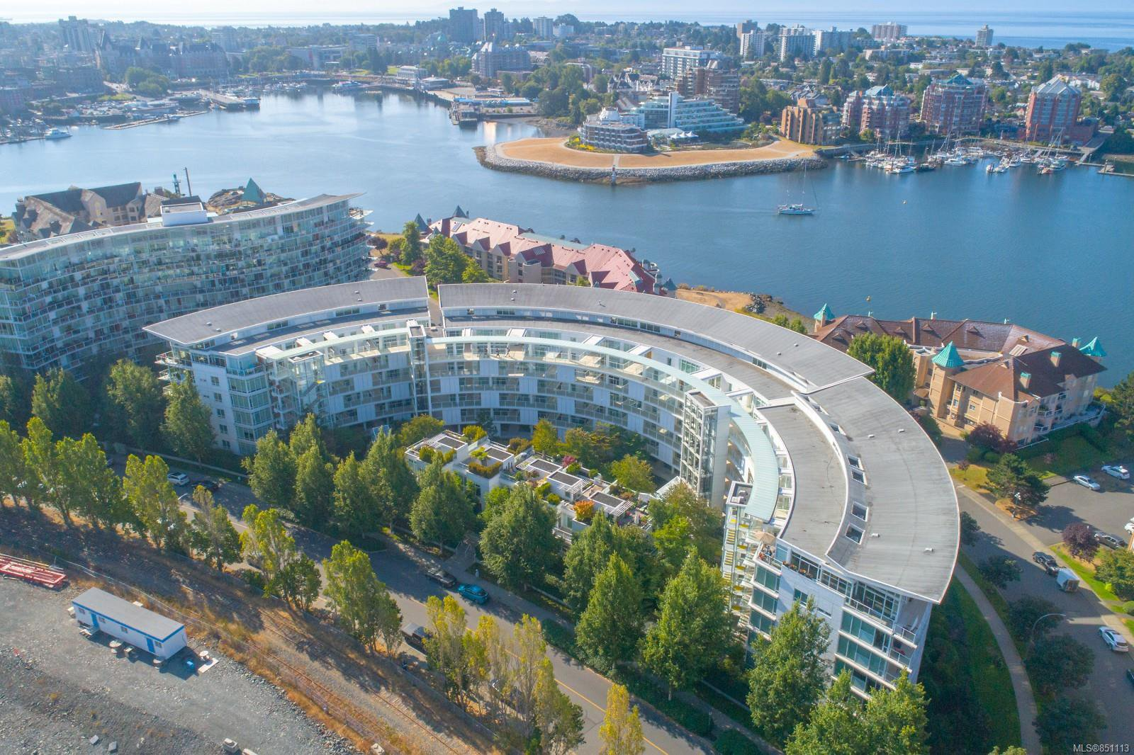 Main Photo: 220 68 Songhees Rd in : VW Songhees Condo for sale (Victoria West)  : MLS®# 851113
