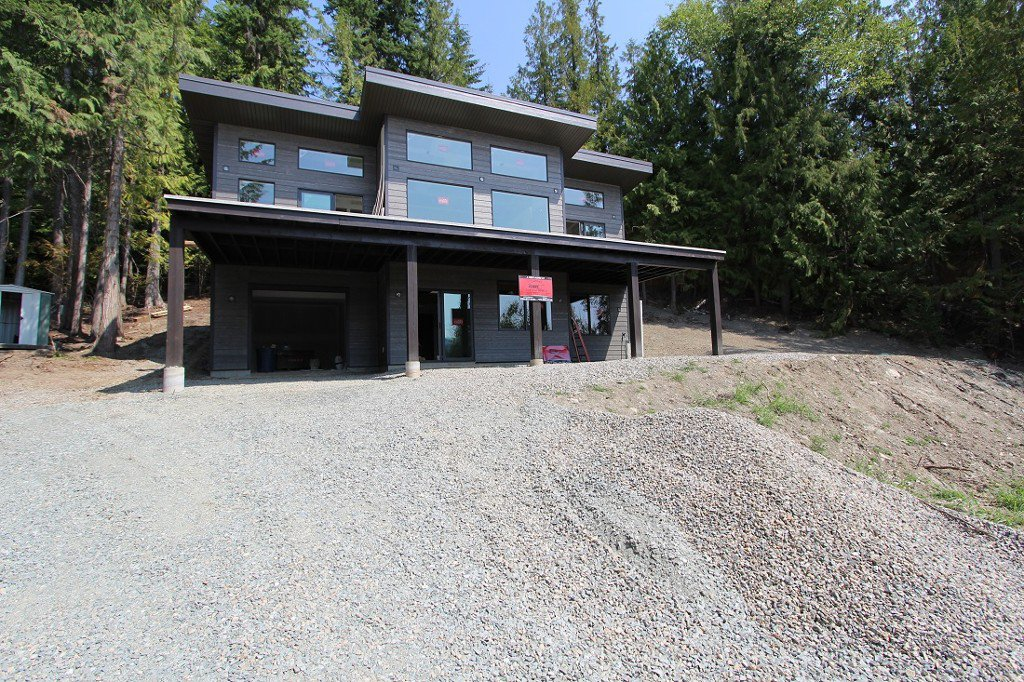 Main Photo: 2728 Fraser Road in Anglemont: North Shuswap House for sale (Shuswap)  : MLS®# 10101552