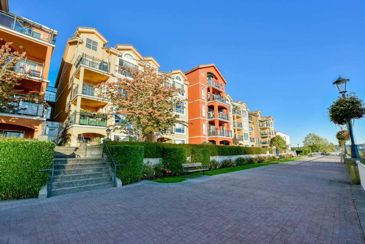 Main Photo: 124 3 RIALTO COURT in New Westminster: Quay Condo for sale : MLS®# R2117666