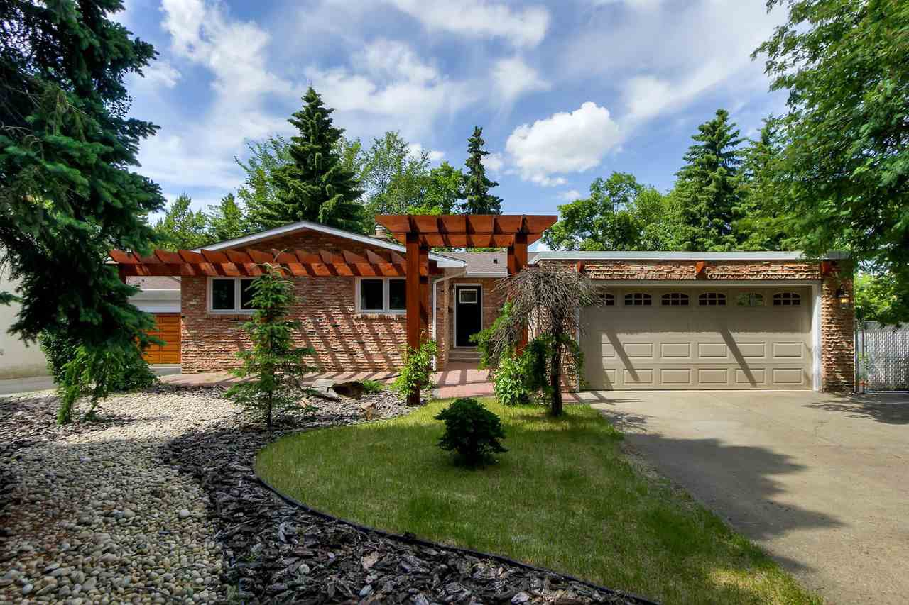 Main Photo: 8 BRENTWOOD Place: St. Albert House for sale : MLS®# E4203159