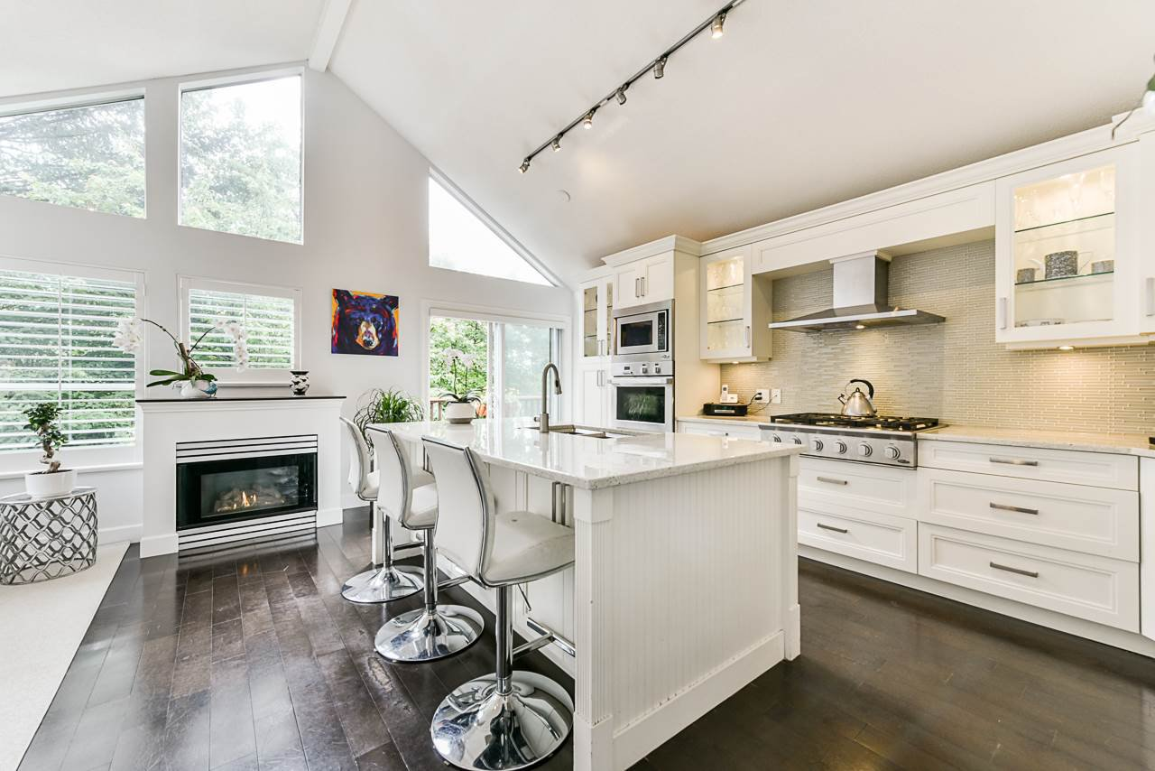 """Main Photo: 4 4055 INDIAN RIVER Drive in North Vancouver: Indian River Townhouse for sale in """"Winchester"""" : MLS®# R2473750"""