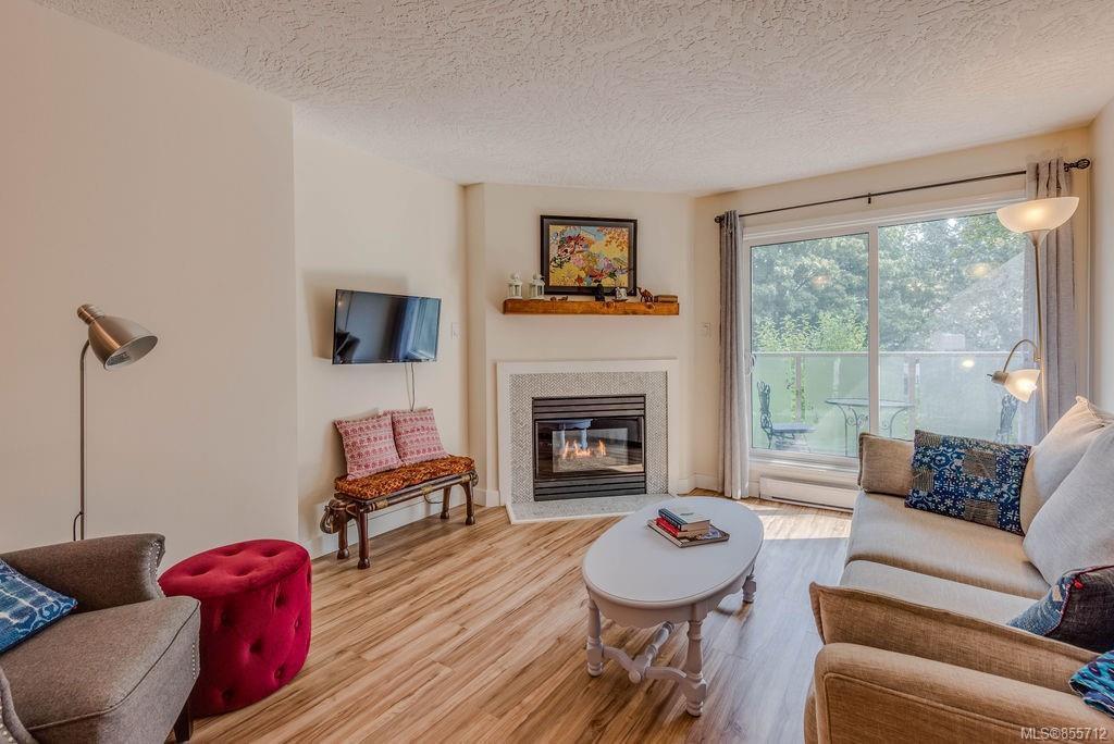 Main Photo: 307 2710 Grosvenor Rd in : Vi Oaklands Condo Apartment for sale (Victoria)  : MLS®# 855712