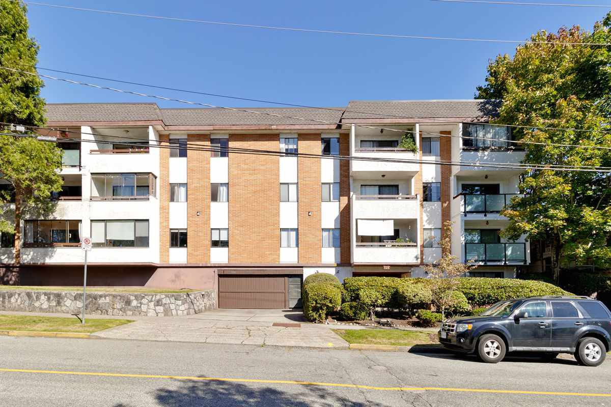 "Main Photo: 206 515 ELEVENTH Street in New Westminster: Uptown NW Condo for sale in ""Magnolia Manor"" : MLS®# R2518620"