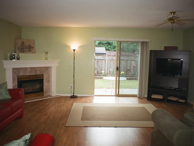 Photo 2: Photos: 12167 MCMYN Avenue in Pitt Meadows: Mid Meadows 1/2 Duplex for sale : MLS®# V987029