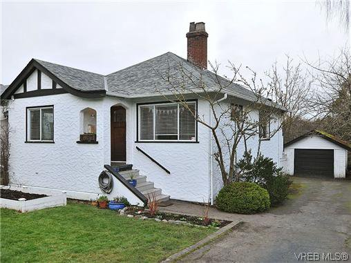 Main Photo: 982 Lovat Avenue in VICTORIA: SE Quadra Single Family Detached for sale (Saanich East)  : MLS®# 319096