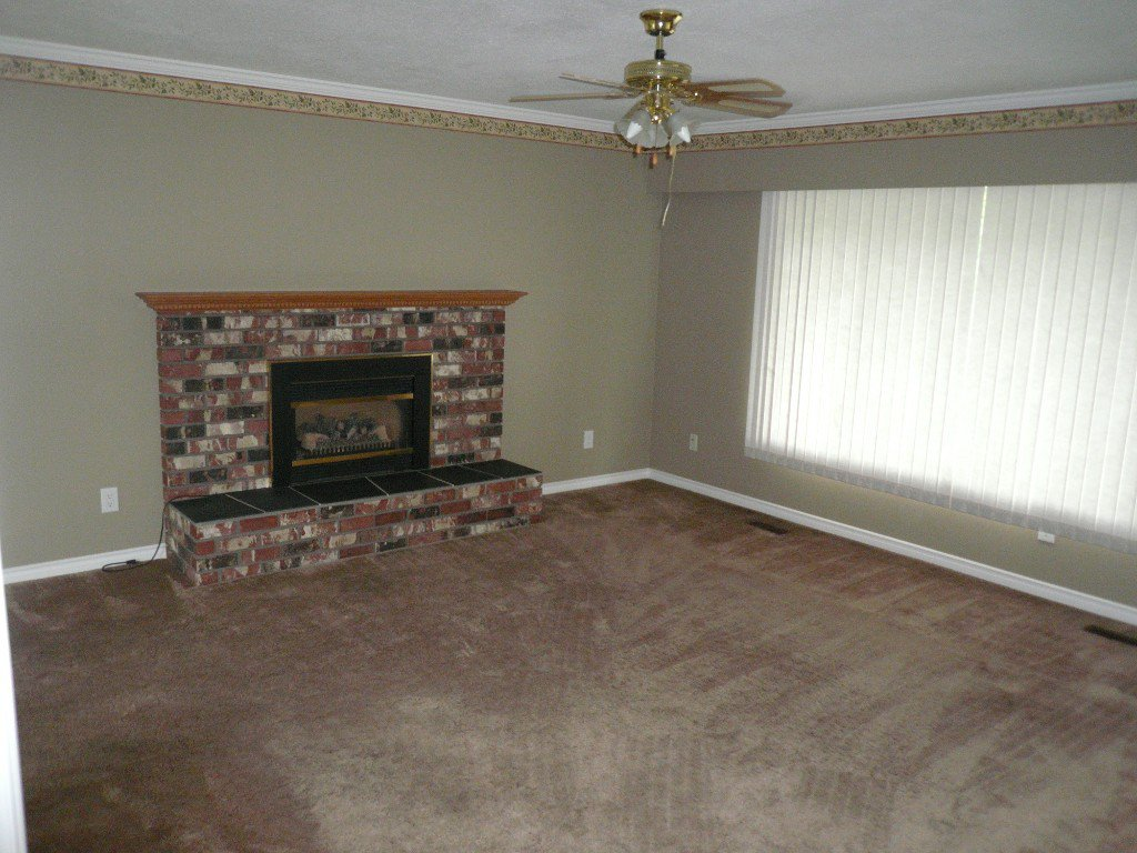 Photo 3: Photos: 18364 58B Avenue, Cloverdale in Cloverdale: House for sale : MLS®#  F1420180