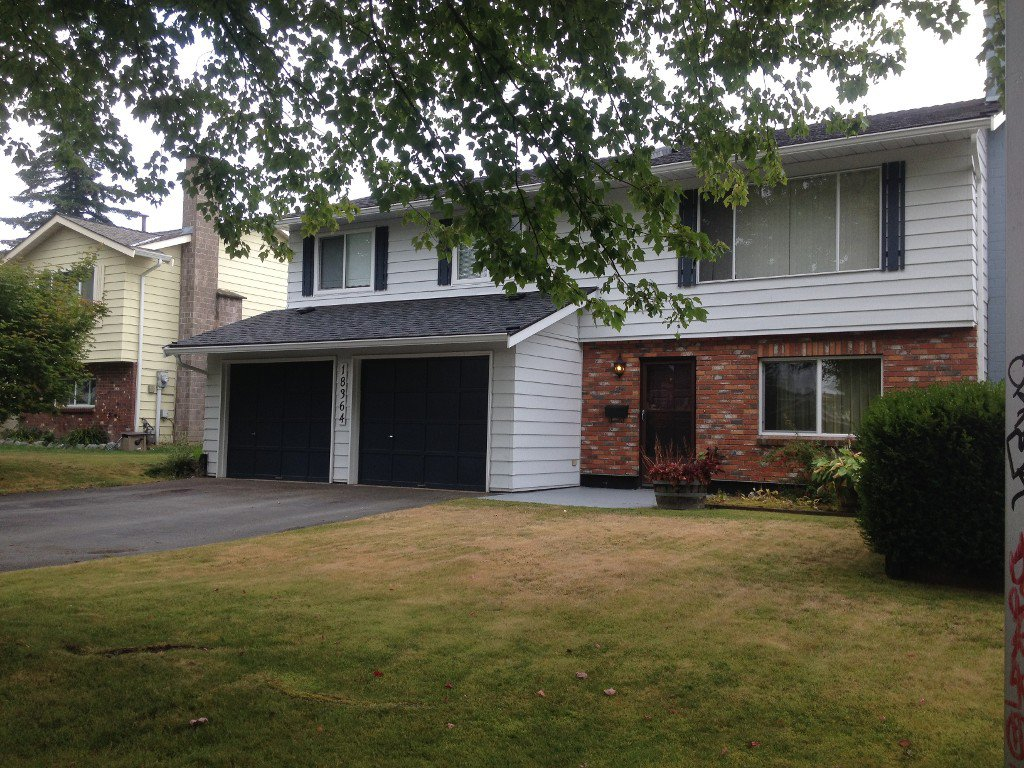Photo 2: Photos: 18364 58B Avenue, Cloverdale in Cloverdale: House for sale : MLS®#  F1420180