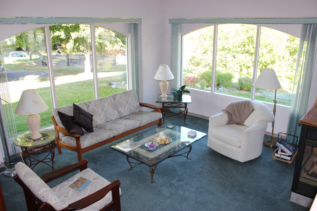 Photo 3: Photos: 617 Bissette Road in Kamloops: Westsyde House for sale : MLS®# 131131