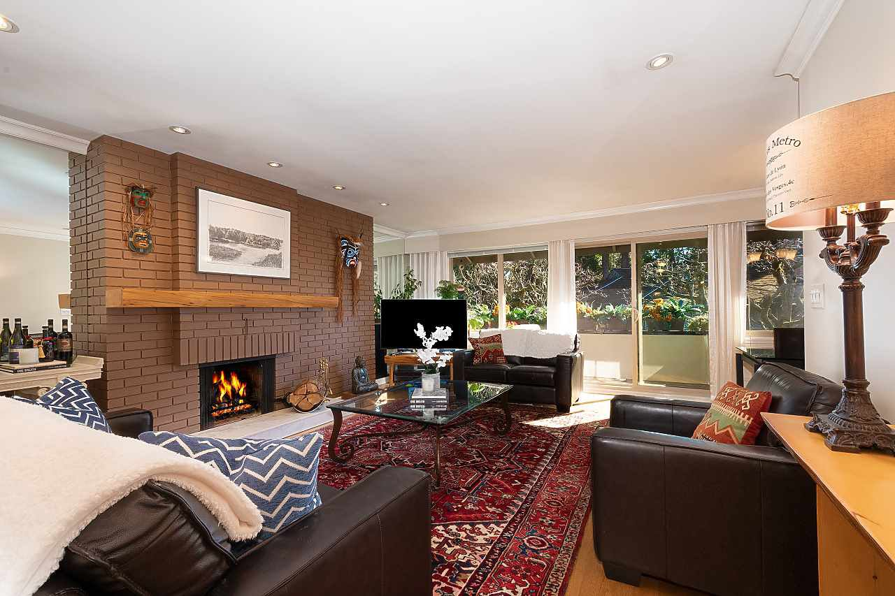"""Main Photo: 606 235 KEITH Road in West Vancouver: Cedardale Townhouse for sale in """"Spuraway Gardens"""" : MLS®# R2439356"""