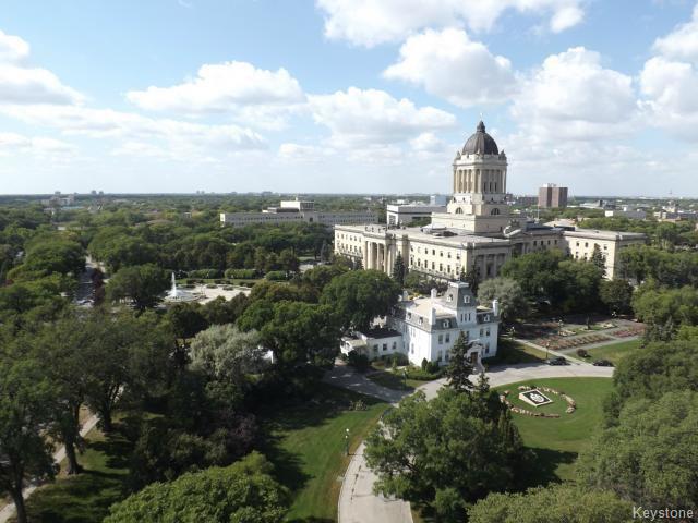 Main Photo: 15 Kennedy Street in WINNIPEG: Central Winnipeg Condominium for sale : MLS®# 1319813