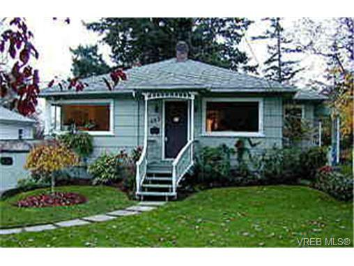 Main Photo: 1085 W Burnside Rd in VICTORIA: SW Strawberry Vale House for sale (Saanich West)  : MLS®# 250135
