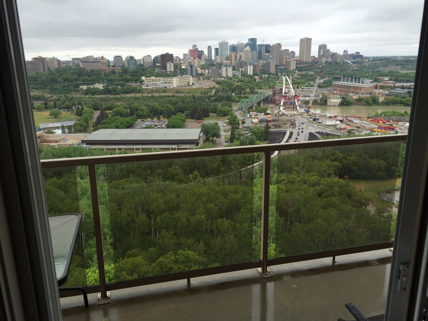 Main Photo: 1402, 10649 Saskatchewan Drive in Edmonton: Condominium for rent