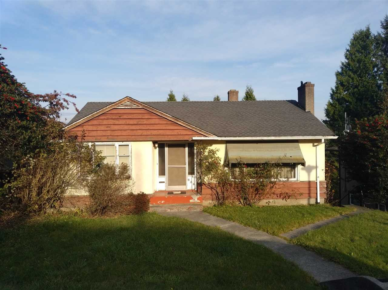 Main Photo: 823 SURREY Street in New Westminster: The Heights NW House for sale : MLS®# R2418593