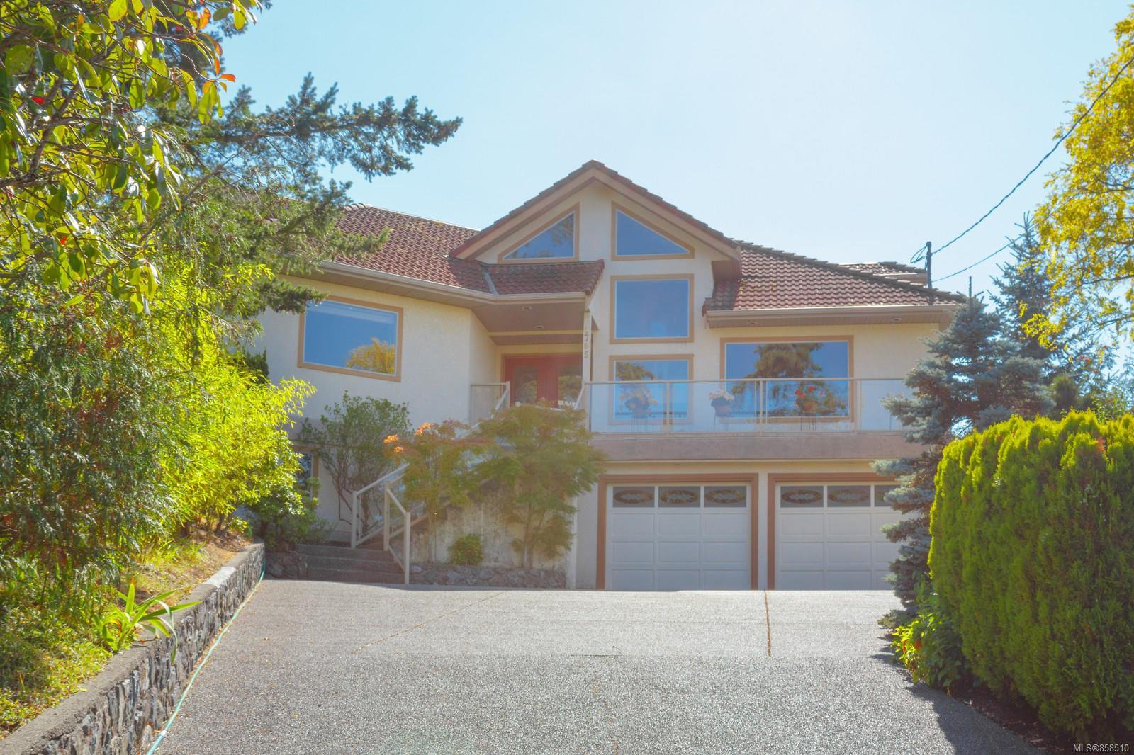 Main Photo: 1785 Cedar Hill Cross Rd in : SE Mt Tolmie House for sale (Saanich East)  : MLS®# 858510