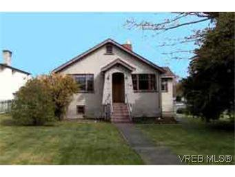 Main Photo: 2703 Victor St in VICTORIA: Vi Oaklands Single Family Detached for sale (Victoria)  : MLS®# 211450