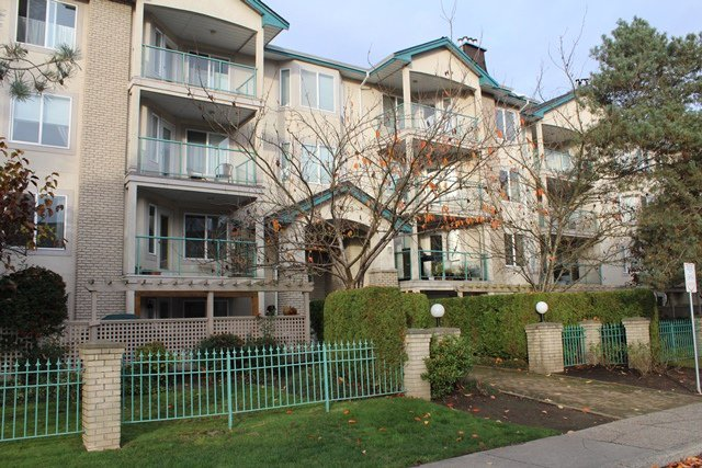 Main Photo: 206 20433 53 Avenue in Langley: Langley City Condo for sale : MLS®# F1325611