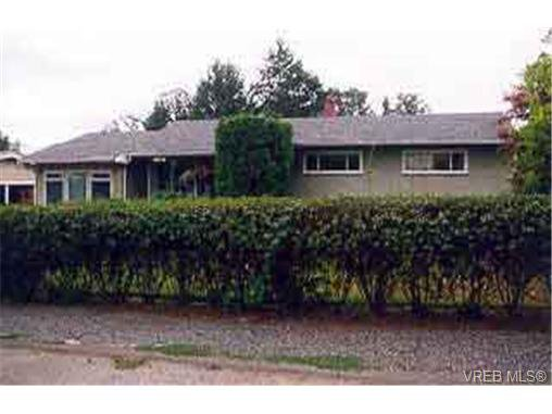 Main Photo: 1261 Dunsterville Ave in VICTORIA: SW Strawberry Vale Single Family Detached for sale (Saanich West)  : MLS®# 196671