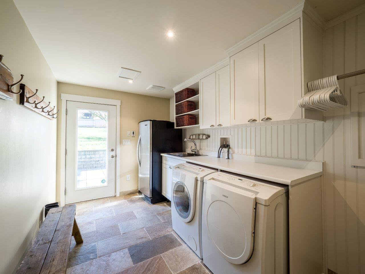 Photo 11: Photos: 345 BEACHVIEW DRIVE in North Vancouver: Dollarton House for sale : MLS®# R2035403