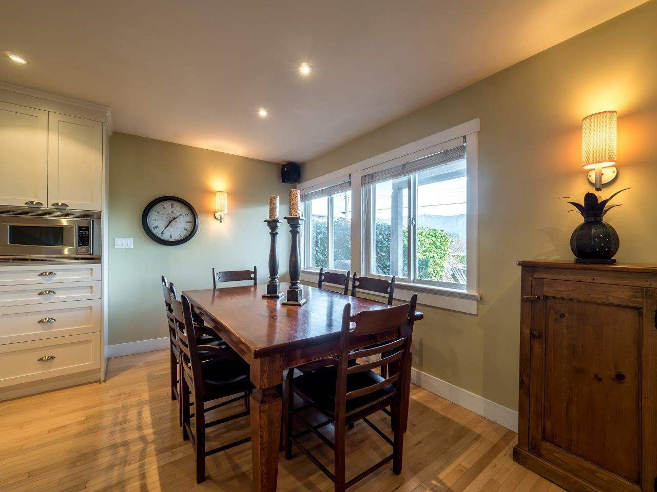 Photo 5: Photos: 345 BEACHVIEW DRIVE in North Vancouver: Dollarton House for sale : MLS®# R2035403