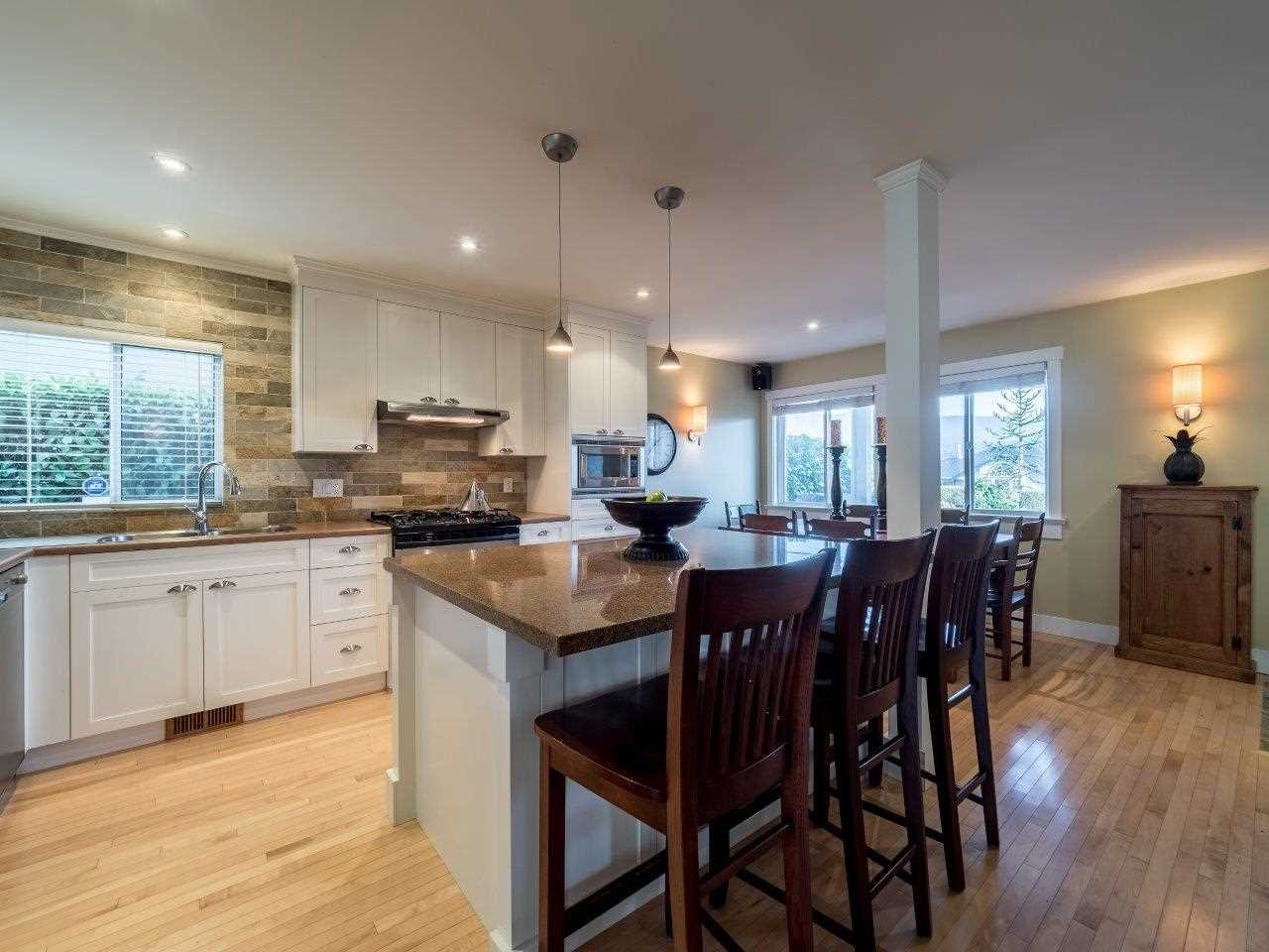 Photo 7: Photos: 345 BEACHVIEW DRIVE in North Vancouver: Dollarton House for sale : MLS®# R2035403