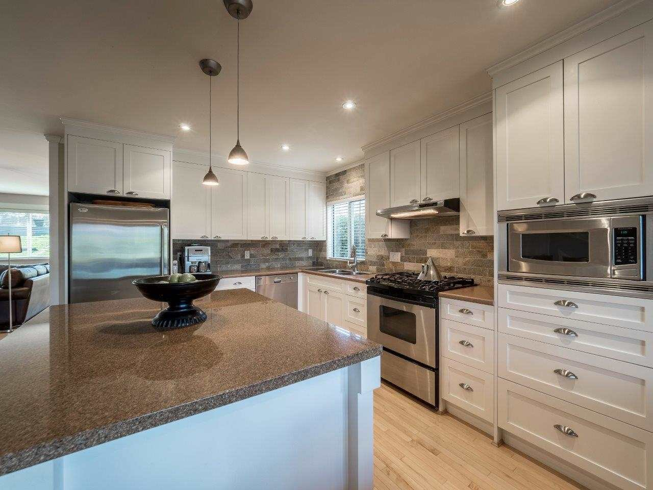 Photo 6: Photos: 345 BEACHVIEW DRIVE in North Vancouver: Dollarton House for sale : MLS®# R2035403