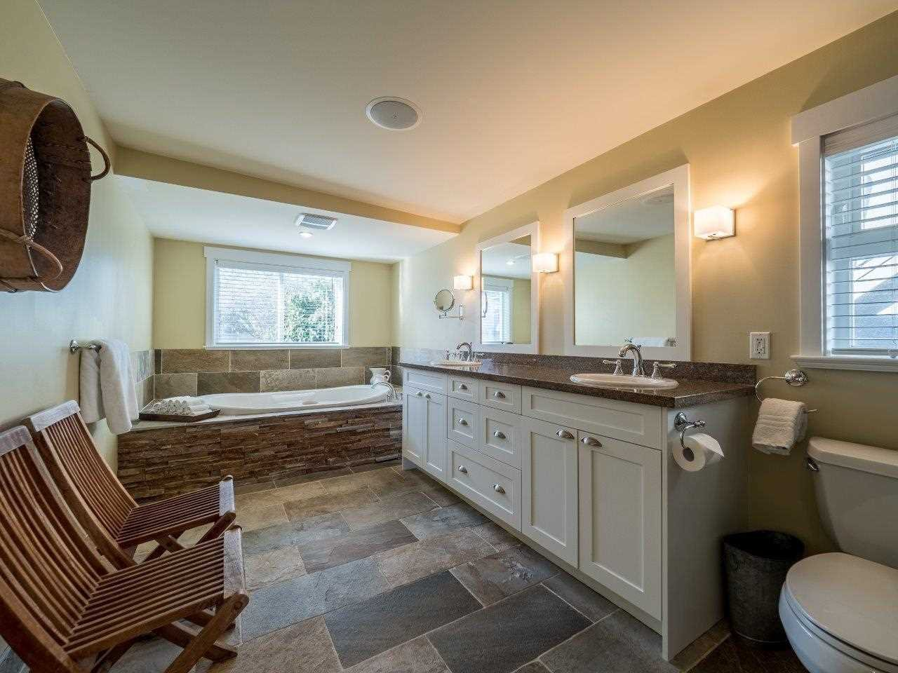 Photo 15: Photos: 345 BEACHVIEW DRIVE in North Vancouver: Dollarton House for sale : MLS®# R2035403