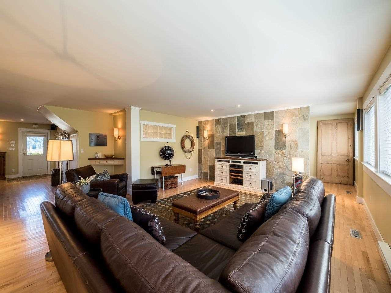 Photo 10: Photos: 345 BEACHVIEW DRIVE in North Vancouver: Dollarton House for sale : MLS®# R2035403